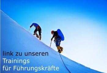 Fuehrungstraining link - Zwei Bergsteiger im Schnee