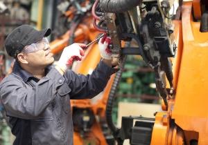 Produkton - Mann in einem Produktionsbetrieb
