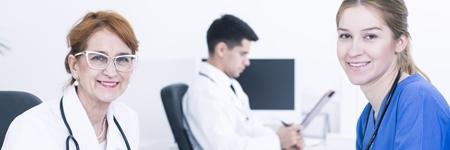 Führung im Krankenhaus - Zwei Kolleginnen in Gespräch